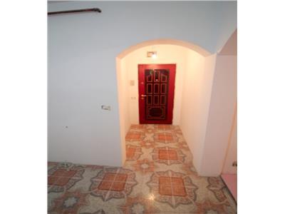 Apartament 3 camere decomandate, zona Alecu Russo